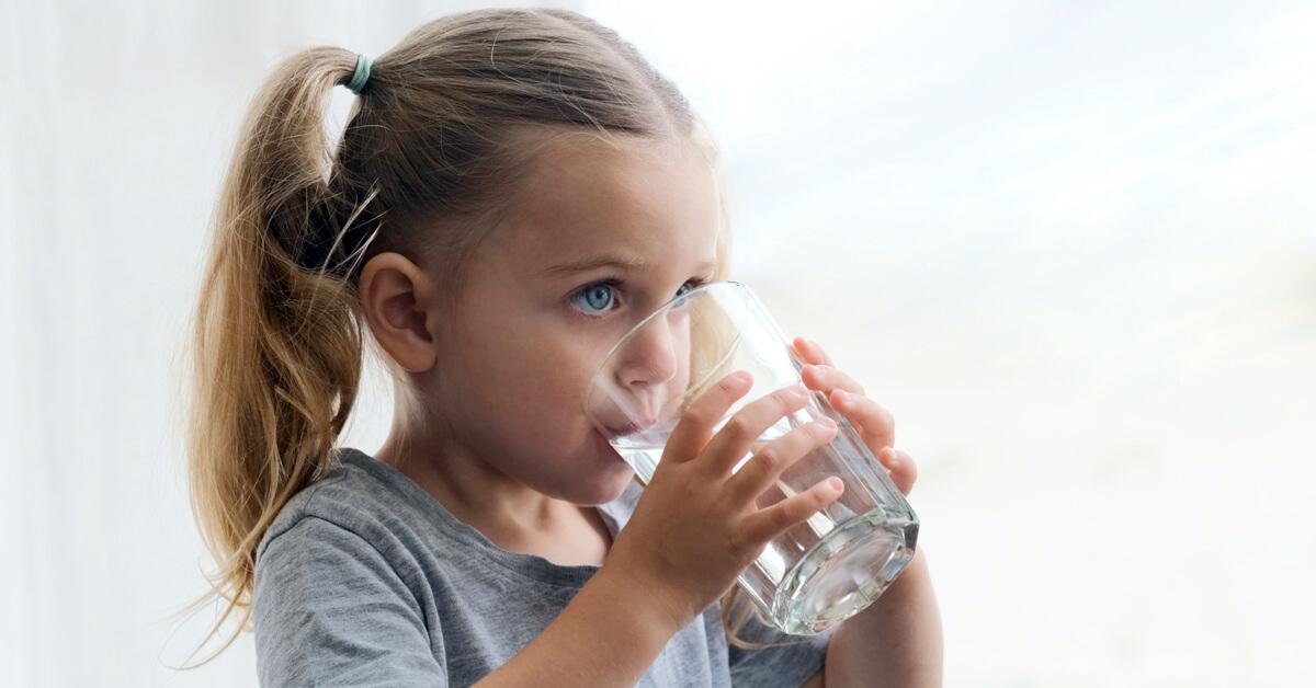 Mikor, mennyit és milyen vizet igyunk?